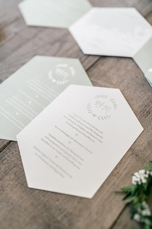 Hochzeitspapeterie 6-eckig geometric grün Menükarten