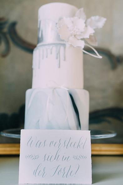 herzanherz herz Hochzeit Leopoldskron Papeterie Büttenpapier grau wedding edel hochzeitstorte